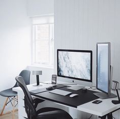 Check out @ultralinx's workspace video at theultralinx.com. by minimalsetups