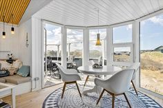 Miete Ferienhaus LK494 in Henriettevej 9, Gronhoj Danish Interior Design, Dining Table, Furniture, Home Decor, Cottage House, Decoration Home, Room Decor, Dinner Table, Home Furnishings