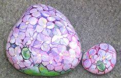 Decorare i sassi - sassi dipinti Painted Rocks Craft, Painted Stones, Rock Plants, Rock Flowers, Stone Painting, Rock Painting, Painted Shells, Garden Stones, Some Ideas