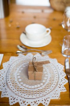 Doily Place Setting Box Favour Name Natural Soft Stylish Luxe Wedding http://www.katherineashdown.co.uk/