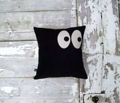 Eyes left & right  'Something went bump in the night' Halloween Cushion  (Making this for Halloween.)
