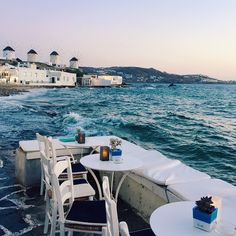 stylishblogger:  Dinner by the sea  #Mykonos #Greece #gmgtravels #sobeautiful #italmostlooksunreal by @juliahengel