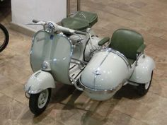Vespa 125, Motor Scooters, Vespa Scooters, Motorbike With Sidecar, Motos Retro, Vintage Moped, Classic Vespa, Classic Motors, Bmw Motorcycles
