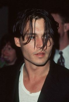 Johnny at a screening for the movie Dead Man on May 1996 Johnny And Winona, Young Johnny Depp, Cool Hairstyles For Men, Boys Long Hairstyles, Johnny Depp Hairstyle, Johnny Depp Joven, Junger Johnny Depp, Estilo Hipster, My Idol