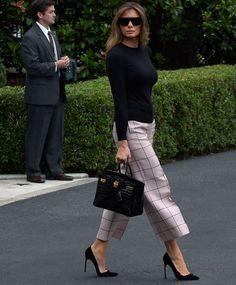 Мелания Трамп в брюках Valentino, туфлях Manolo Blahnik и с сумкой Birkin в Вашингтоне