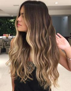 Messy Waves with Creamy Blonde Highlights Long Brown Hair with Blonde Face-Framing Highlights Brown Bob Hair, Brown Hair With Blonde Highlights, Brown Hair Balayage, Long Brown Hair, Balayage Brunette, Hair Color Balayage, Hair Highlights, Natural Highlights, Sunkissed Hair Brunette