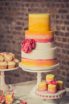 Ombre wedding cake.Ombre is a fun trend, have fun with ombre for your #wedding. Follow www.labola.co.za for all the trends