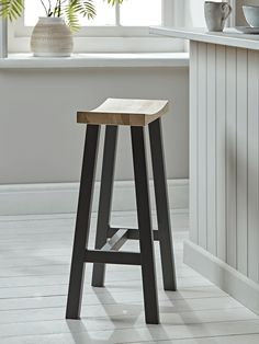 Crafted in beautiful raw oak and painted charcoal legs, our Curved Top Stool is the perfect seating solution for your kitchen or breakfast bar. The gently curved seat, four sturdy legs and foot rest provide the ultimate in breakfast time comfort, and the Wicker Dining Chairs, Black Dining Room Chairs, Metal Chairs, Kitchen Chairs, Cool Chairs, Upholstered Chairs, Tire Chairs, Chair Cushions, Diy Bar Stools