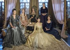 The Magnificent Century Kösem - Handan Sultan, Fahriye Sultan, Safiye Sultan, Kösem Sultan, Halime Sultan and standing Cennet Hatun