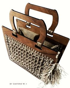 No automatic alt text available. Crochet Christmas Gifts, Wooden Bag, Couture Embroidery, Purse Handles, Canvas Handbags, Love Crochet, Knitted Bags, Leather Handbags, Straw Bag