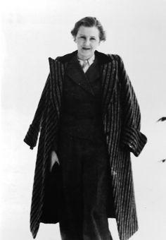 Save the Fatherland, slaughter muslims — gentleman-blackbird:   Eva Braun.