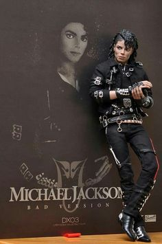 Michael Jackson 'Bad' Doll by Triumph International Okay, I was an adult when this came out, but MJ was a big figure in my youth. The Jackson Five, Jackson Family, Janet Jackson, Michael Jackson Kunst, Michael Jackson Pics, Michael Jackson Wallpaper, Michael Jackson Bad Costume, Bad Michael, Invincible Michael Jackson