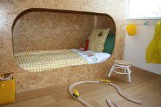 stoere jongenskamer, kleur geel, robot behang van Studio Ditte