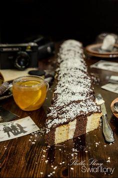 Dziś proponuję Wam mały powrót do przeszłości... Upiekłam dla Was ciasto, które robiło prawdziwą furorę w latach 80 - tych... Metrowiec,...