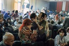 Koniec strajku w Stoczni Lenina, radość na sali BHP, 1980