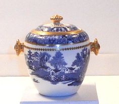 DAVENPORT Sugar Bowl Two Temple Butterfly Border Honey Gilding Blue Willow