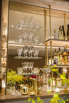 Home Bar shelf Interior Design New York, Boutique Interior Design, Bar Sala, Bar Shelves, Kitchen Shelves, Home Bar Designs, Bar Areas, Bar Lounge, Cafe Bar