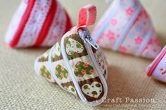 A coin purse made of a zipper and a ribbon!! Ingenious yet makes my brain hurt a little bit trying to figure out how it works.