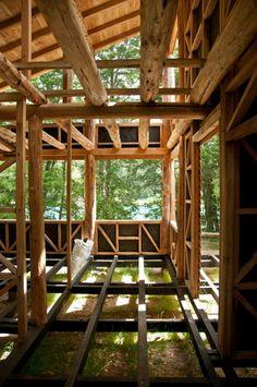 http://www.plataformaarquitectura.cl/2012/04/05/en-construccion-refugio-alto-puelo-manuel-dorr/