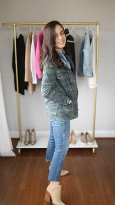Four petite friendly ways to style straight jeans. Where I found the best fitting straight jeans for petites and how to style them. Outfit Jeans, Straight Jeans Outfit, Cute Outfits With Jeans, Business Casual Outfits, Casual Winter Outfits, Spring Outfits, Womens Jeans Outfits, Office Outfits Women Casual, Jeans Outfit For Work