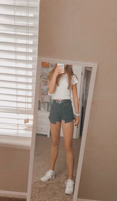 Minimalist And Simple Outfit Ideas Perfect for Summer – Trendy Fashion Ideas Cute Comfy Outfits, Lazy Outfits, Teen Fashion Outfits, Teenager Outfits, Cute Summer Outfits, Simple Outfits, Everyday Outfits, Spring Outfits, Trendy Outfits