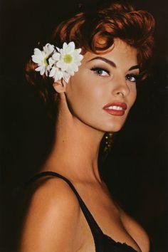 bohemea:80s-90s-supermodels:      Linda Evangelista, circa early 90s    She's perfect!