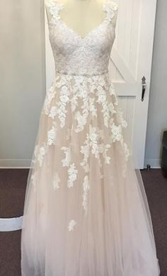 Sample Stella York 6144 Wedding Dress $899 USD. Buy it PreOwned now and save 30% off the salon price!