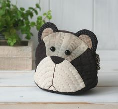 Diy Projects To Try, Sewing Projects, Animal Bag, Coin Bag, Quilted Bag, Quilt Patterns, Diy And Crafts, Applique, Pouch