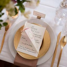 How to Find a Wedding Calligrapher (A Primer) | CT Designs & Calligraphy | Sassy Chicago Weddings | The official blog of Wedding Guide Chicago!
