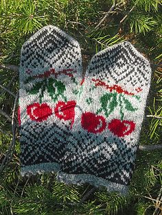 Ravelry: Cherry Mittens pattern by Natalia Moreva