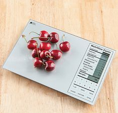 This clever device acts as both a food scale and a nutritional calculator. Perfect Portions Digital Nutrition Food Scale displays easy-to-read nutritional facts in a familiar format so you may calculate and track your daily intake. Nutrition Chart, Nutrition Information, Nutrition Tips, Health And Nutrition, Holistic Nutrition, Complete Nutrition, Nutrition Tracker, Healthy Diet Plans, Healthy Cooking