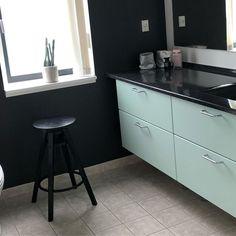 """STYLETILES on Instagram: """"♻️ Upcycling ♻️ Tilfør ny værdi i stedet for at skifte ud… Dejligt indretningsprojekt i Viborg hvor de lidt slidte låger trængte til en…"""" Viborg, Kitchen Renovations, Kitchen Furniture, New Kitchen, Kitchen Cabinets, Instagram, Home Decor, Repurpose, Decoration Home"""