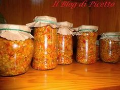 Bomba calabrese sott'olio o Piccantino Questa è un'antichissima ricetta calabrese, il piccantino è ottimo sulle bruschette.