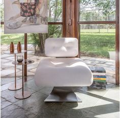 Alta metal chair by Oscar Niemeyer. Available at ESPASSO. Midcentury modern Brazilian design.