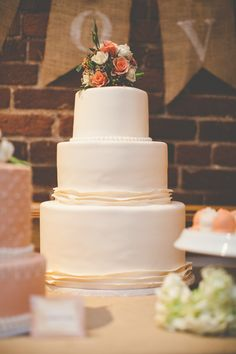 Vintage Decor Ideas Summer wedding reception cake and dessert table Wedding Present Ideas, Wedding Gifts For Groom, Bride Gifts, Wedding Ideas, Decor Wedding, Wedding Pics, Wedding Designs, Wedding Reception Checklist, Budget Wedding