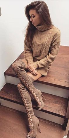 women's brown turtle-neck sweatshirt and brown lace-front knee-high heeled boots outfit Cozy Fashion, Winter Fashion Outfits, Fashion Boots, Winter Outfits, Autumn Fashion, Style Fashion, White Lace Skirt, Cute Outfits, Boot Outfits