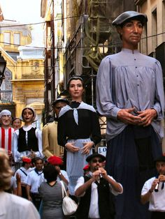 ESPAÑA: en Agosto, Aste Nagusia, Fiestas de Bilbao. La Semana Grande de Bilbao (en euskera: Bilboko Aste Nagusia), es la principal fiesta de Bilbao, País Vasco: música, teatro, fuegos artificiales, etc.