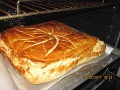 je remonte cette recette...qui est excellente 250 g de brousse de brebis(brocciu si vous avez) 1 petit bouquet de menthe fraiche 2 oeufs sel poivre 2 pates feuilletée 1kg d epinards cuites bien egouttée melangez la brousse ;les oeufs les epinards et la...