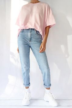 This versatile pink oversized tee can be dressed up or down. This cotton t-shirt is ethically made with rich colours, making them perfect to wear as a t-shirt dress. Oversized Shirt Outfit, Jeans And T Shirt Outfit, Pink Shirt Outfits, Vintage Outfits, Retro Outfits, Aesthetic Shirts, Cute Comfy Outfits, Basic Outfits, Vintage Style