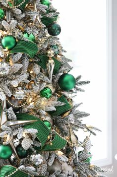 How to decorate a Christmas tree fit for the Emerald City. Gold and emerald green Christmas tree decorations style this beautiful and elegant tree. Christmas Tree Tops, Christmas Tree Themes, Silver Christmas, Green Christmas, Christmas Christmas, Holiday Decorations, Christmas Greenery, Xmas Trees, Elegant Christmas