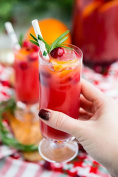 Drinks/Cocktails Christmas Punch is an easy and delicious holiday party drink packed with fruits like cranberries, oranges, and pomegranates. Keep it non-alcoholic or add rum or vodka for extra holiday spirit! Holiday Punch, Christmas Punch, Christmas Cocktails, Holiday Drinks, Party Drinks, Christmas Treats, Christmas Recipes, Christmas Eve, Holiday Foods