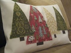 DIY: Christmas Tree Pillow Another possible DIY Christmas pillow idea. Would definitely clean it up so it doesn't have those frayed edges though. Now to learn how to use my sewing machine. Christmas Sewing, Diy Christmas Tree, Christmas Pillow, Christmas Projects, Christmas Decorations, Christmas Ornaments, Xmas Trees, Christmas Movies, Christmas Cushions To Make