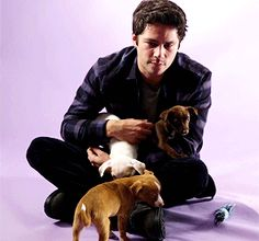 Dylan O´Brien wit puppies gif