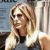 Jennifer Aniston See Through Jennifer Aniston Style, Bichon Dog, See Through Bra, Justin Theroux, Hottest Photos, Ufc, Sunglasses Women, Celebrities, Sexy