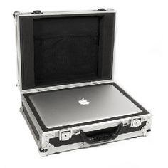 NB! Kun 1 stk. igjen! Universalkasse som passer de fleste 15 tommer laptoper.  Flighten har lagringsplass til lader og rekvisita i bunn og er en meget praktisk måte å beskytte din laptop på.  Produsert i 9mm vinyllaminert kryssfinèr og innredet med skum som bekytter mot støt og slitasje. Innvendige mål: 410 x 295 x 60 mm (maks størrelse på laptop)