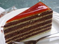 Dobos Torta, had me some of this goodness today. Hungarian Cuisine, Hungarian Recipes, Hungarian Food, Lindt Excellence, Vanilla Cake, Panna Cotta, Cake Recipes, Sweet Treats, Deserts
