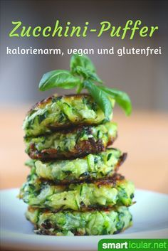 Zucchini buffer - healthy and low-calorie alternative to ca .- Crunchy and delicious like potato pancakes, but much healthier and low in carbohydrates – bring more variety into your menu with zucchini buffers! Delicious Vegan Recipes, Great Recipes, Healthy Recipes, Vegan Appetizers, Appetizer Recipes, Speedy Recipes, Zucchini Puffer, Vegan Meatballs, Calories