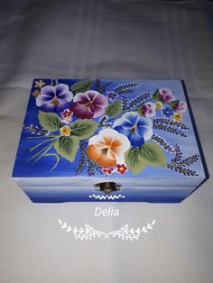 Acrylic Painting Flowers, One Stroke Painting, Fabric Painting, Decor Crafts, Diy And Crafts, Decorative Wooden Boxes, Herb Pots, Altered Boxes, Painting Patterns