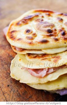 potato pancakes with ham and smoked cheese I Love Food, Good Food, Yummy Food, Wine Recipes, Cooking Recipes, Pain Pizza, Happy Foods, Street Food, Food Inspiration