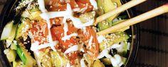 Gewoon wat een studentje 's avonds eet: Aziatisch: Sushi bowl van zalm, avocado, komkommer... Baking Recipes, Snack Recipes, Sushi Bowl, Lunch Snacks, Breakfast For Dinner, Fish And Seafood, Hamburgers, Caprese Salad, Seafood Recipes